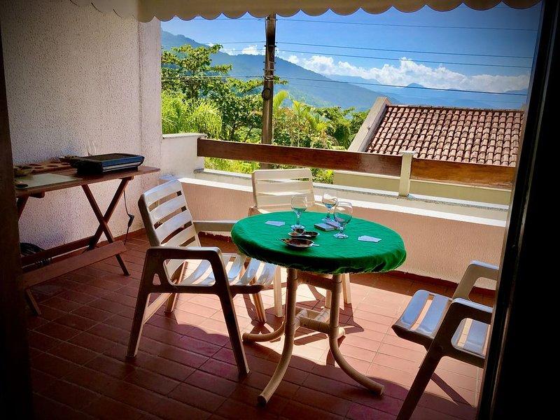 Amplo apartamento em condomínio com 3 quartos + 1 extra, vacation rental in Ubatuba