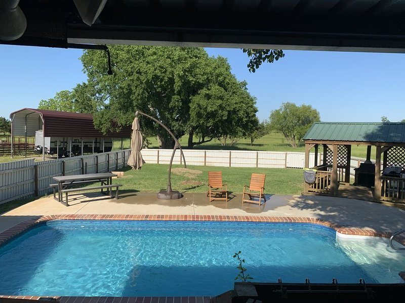 Rodeo Ranch 55 acres, 3 BDR, Pool, Fishing Pond located 1/3 mile/ Casino, alquiler de vacaciones en Colbert