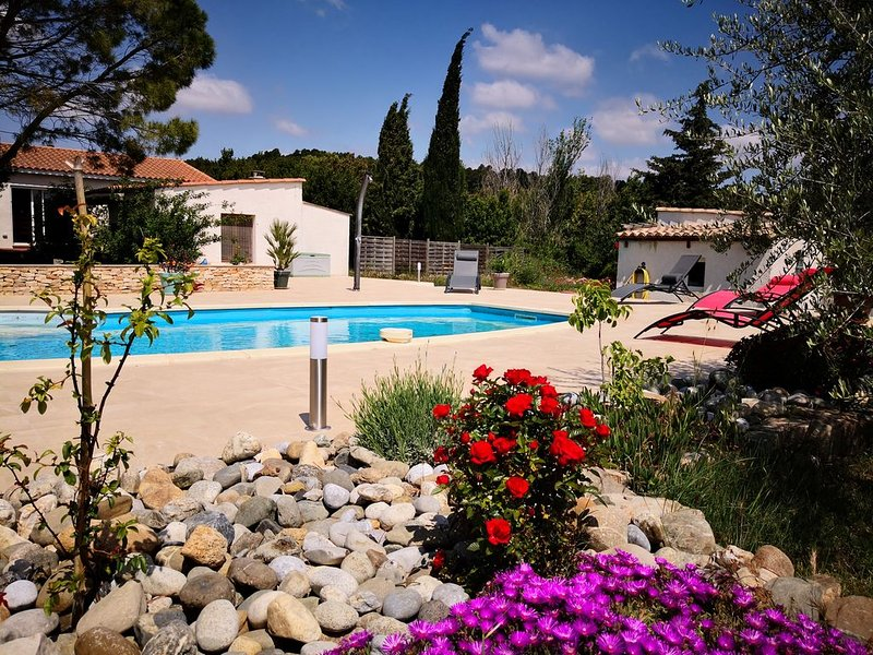 Villa cosy calme +jardin et piscine, pour 3 personnes maxi, location de vacances à Conilhac-Corbieres