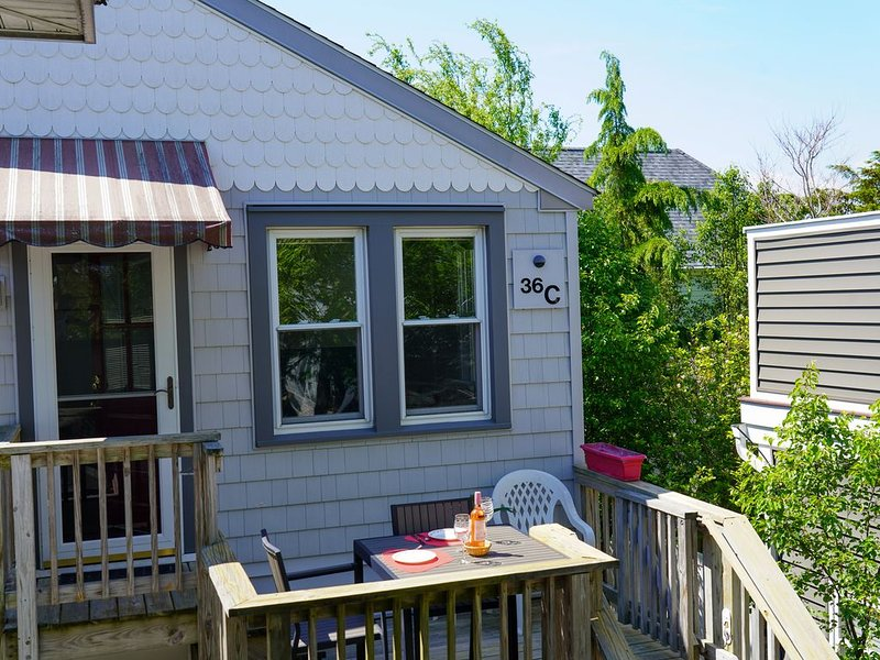 Private Downtown Rehoboth Apartment just 1 block to beach and Rehoboth Ave!, location de vacances à Rehoboth Beach