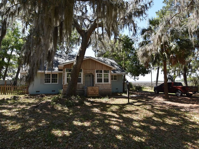 Cozy Cottage in Historic Area of Saint Marys, Georgia, holiday rental in St. Marys