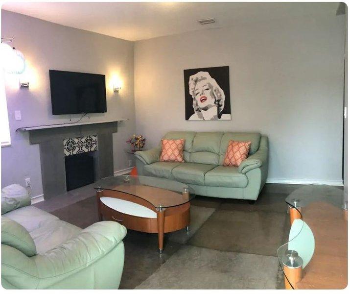 Art Deco Wynwood/MiamiHome (3/2 Central location), casa vacanza a Hialeah