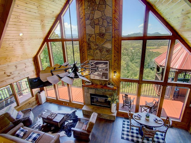 ⭐️⛰Renovated Mountain View Cabin ~Wears Valley(Close to Pigeon Forge/Gatlinburg), holiday rental in Sevierville