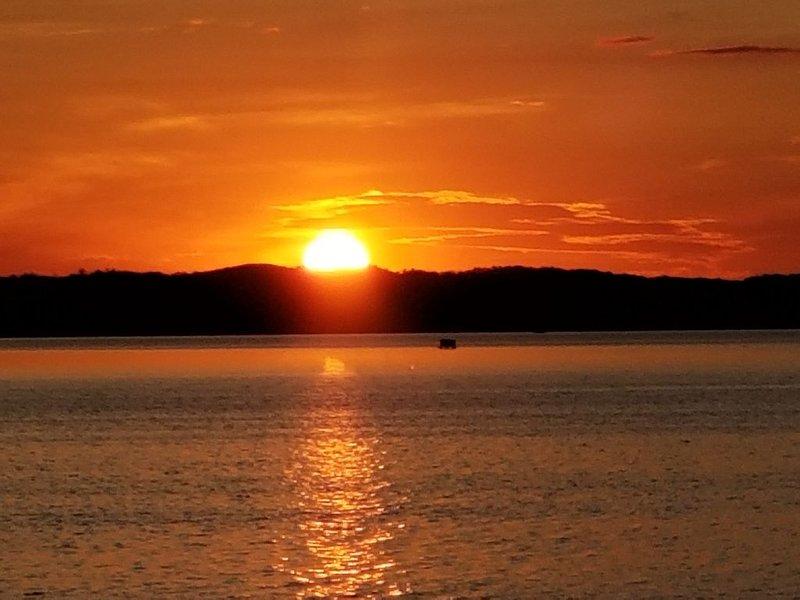 Sunset Cabin On Cotton Lake, holiday rental in Ogema