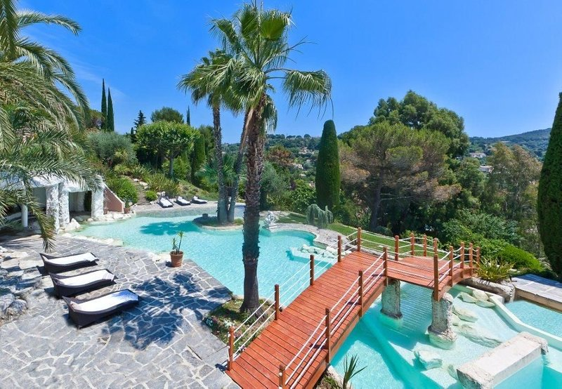 Luxury Villa in Cote D'Azur (Mougins, Cannes), vacation rental in Mougins