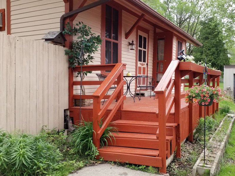 Original Train Depot 1898, stay in this unique tiny house, holiday rental in La Crosse
