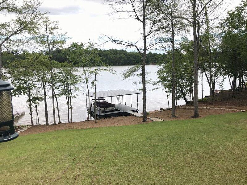 Luxury Lyman Lake House, holiday rental in Greer