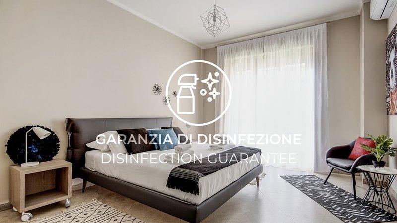 Luminoso trilocale con terrazzo, Wi-Fi e A/C, vacation rental in Guarene
