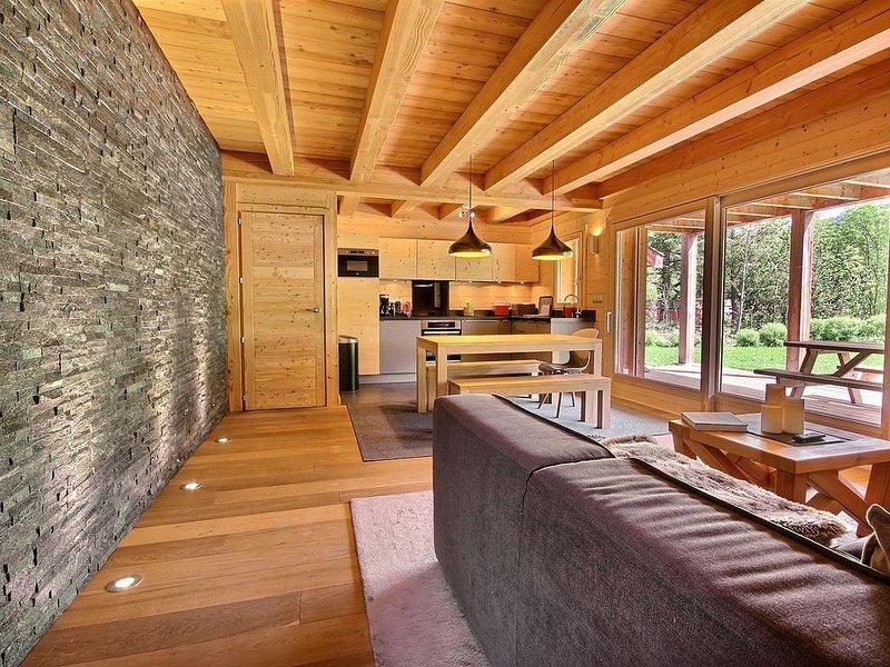 luxury apartment in new modern chalet, location de vacances à Le Monetier-les-Bains