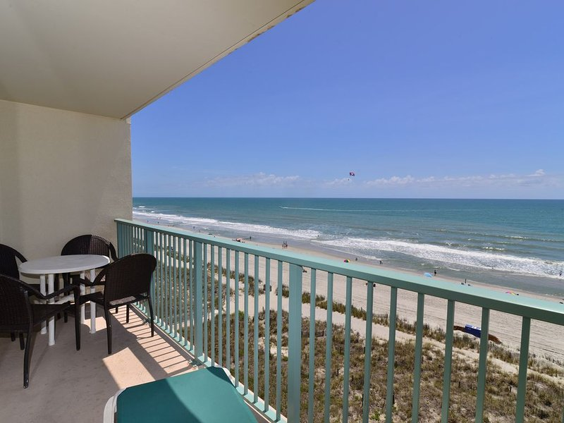 The PINNACLE OCEANFRONT SUITE! Sweeping Ocean Views! 2 BALCONIES & Top Location!, location de vacances à North Myrtle Beach