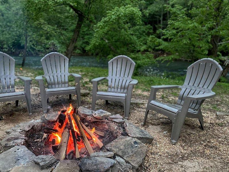 Relax & Unwind at the Chestatee River Retreat! Pet Friendly & Near Wineries, aluguéis de temporada em Dahlonega