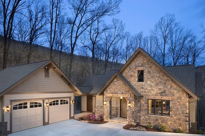 Upscale Vacation Home, Mtn. top community, near Hendersonville and Asheville, casa vacanza a Edneyville