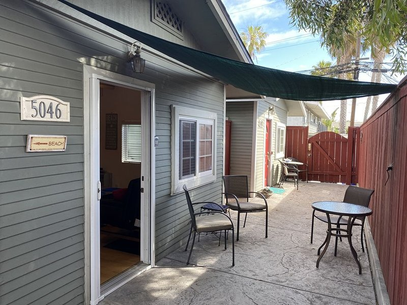Weekly Or Monthly Ocean Beach Cottage Rental 2 Blocks From Beach, holiday rental in San Diego