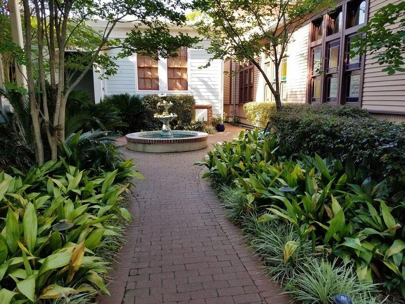 Two blocks away from Forsyth Park and historic Savannah!, alquiler vacacional en Richmond Hill