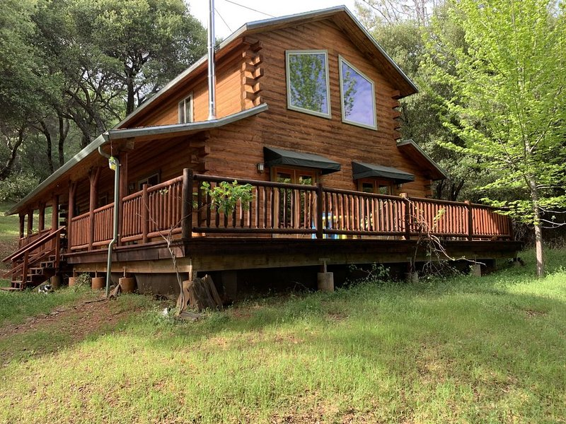 Log cabin house in historic Columbia, holiday rental in Jamestown