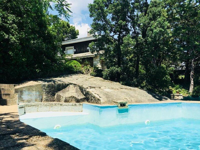 Chalet rústico con encanto y jardín fabuloso, location de vacances à Valdetorres de Jarama