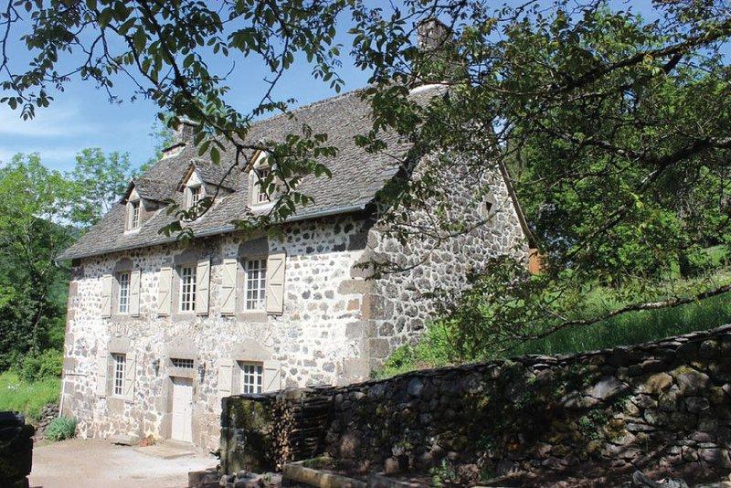 Loue Maison entre Mauriac et le Puy Mary - Cantal - 6 à 8 couchages, aluguéis de temporada em Saint-Bonnet-de-Salers