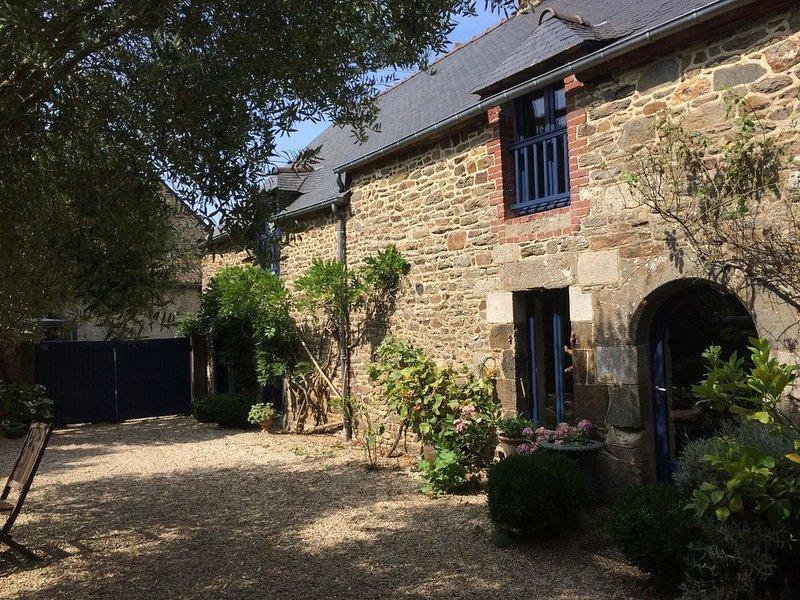 L'ESPERLUETTE suite d'hôtes Plouër-sur-Rance à proximité de la rance(150m), holiday rental in La Vicomte-sur-Rance