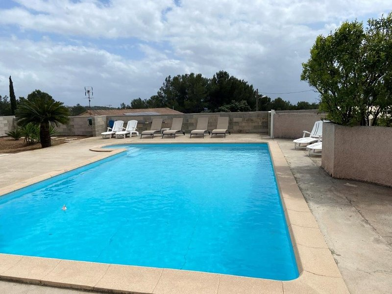 Charmant Studio 4 pers, 34 m² clim, accès piscine, vacation rental in Ceyreste