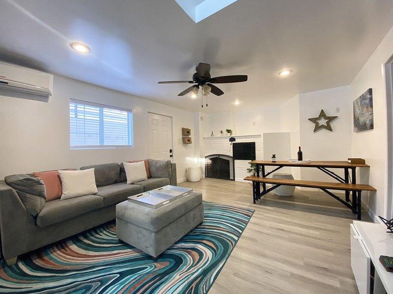 2 Bedroom Cottage in NOHO, vacation rental in Burbank