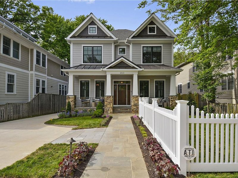 Arlington's Best New Construction Home Near Metro, holiday rental in Arlington