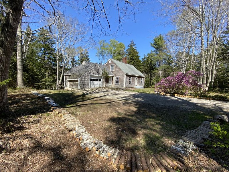Classic Home on Saltwater Pond in Secluded Oceanfront Neighborhood, alquiler de vacaciones en South Bristol