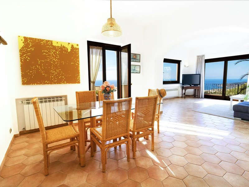 TRAMONTO: luxury and panoramic apartment with sea-sunset view in Ischia, holiday rental in Forio