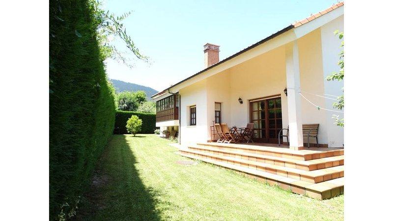 Chalet para 12 personas en pueblo medieval asturiano - Jardín grande y barbacoa, alquiler vacacional en Quintana