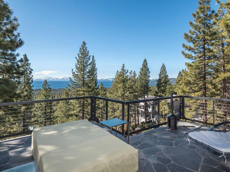 Private High Quality Home w/ Breathtaking Peak Lake Views, location de vacances à New Washoe City