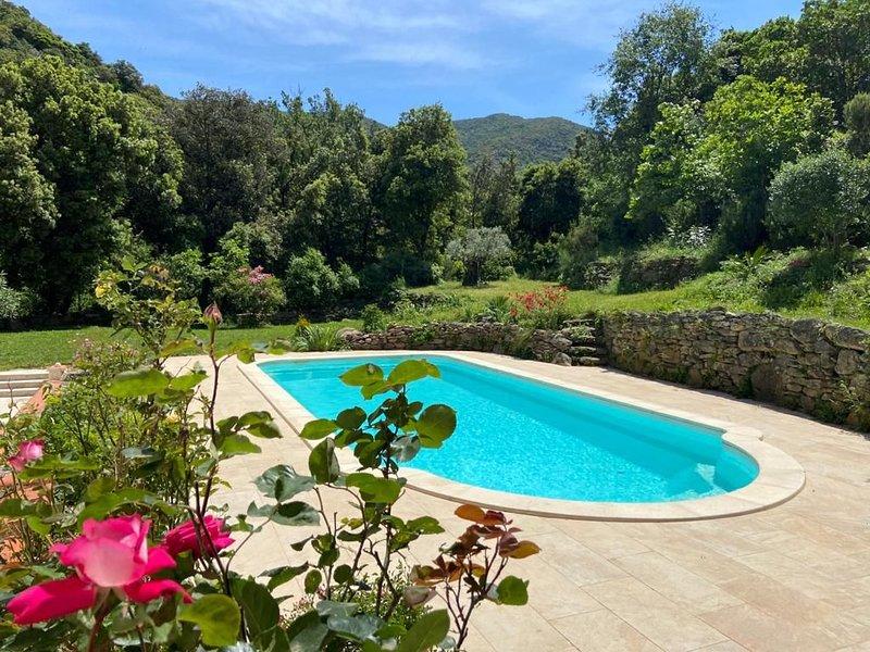 Villa, 12  pers, 210 m2,  pisc privée,  calme absolu, 15 min de la plage – semesterbostad i Sorede