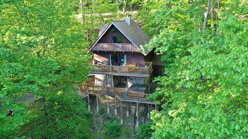Guests are Booking-You should Too - Goldilocks Haven - ITS JUST RIGHT-Aug 9 plus, vacation rental in Gatlinburg