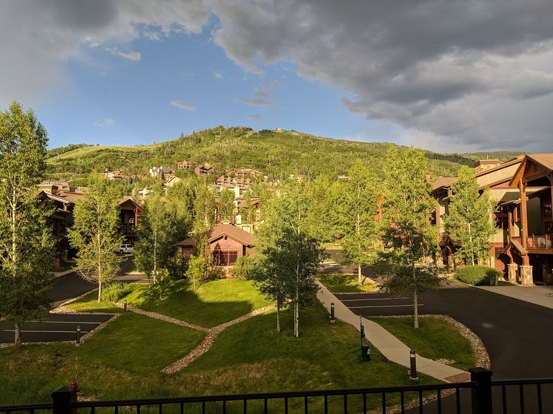 Amazing Views, location and reviews! Massage Chair is a favorite for sure..., alquiler de vacaciones en Steamboat Springs