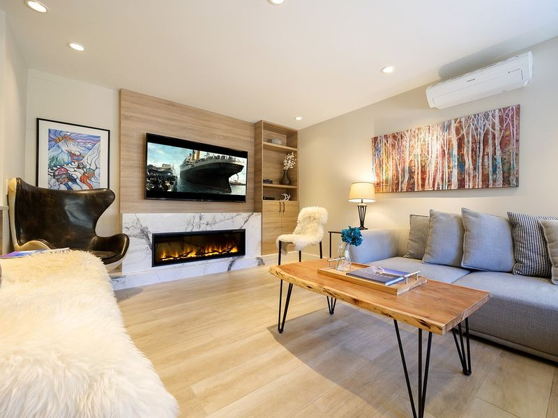 Best Whistler Rental Location * Gondola base. Luxury 4 bedroom Ski-On/Ski-Off, vacation rental in Whistler
