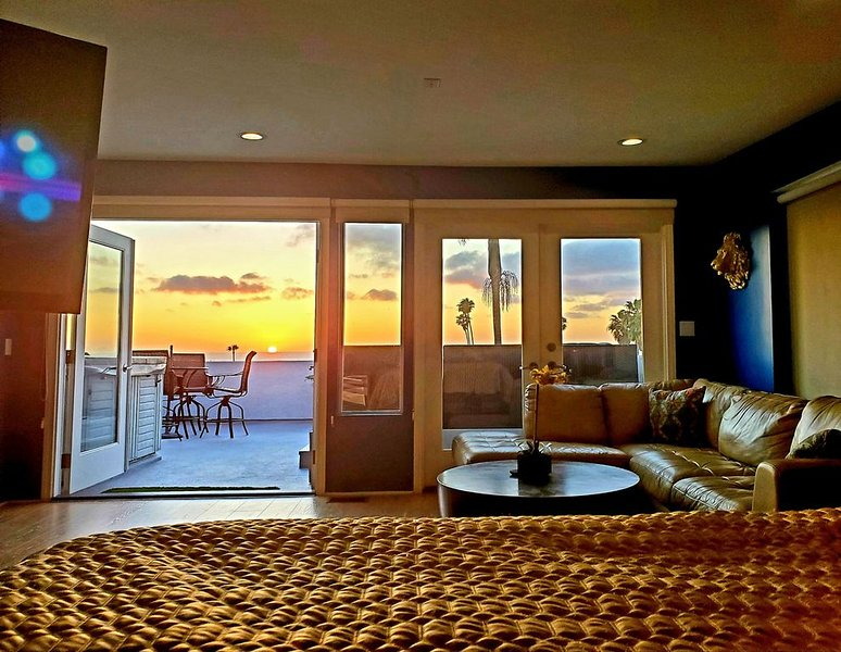 Amazing Ocean Views, Close to Downtown, Rooftop Jacuzzi, Modern and Spacious, vacation rental in San Diego