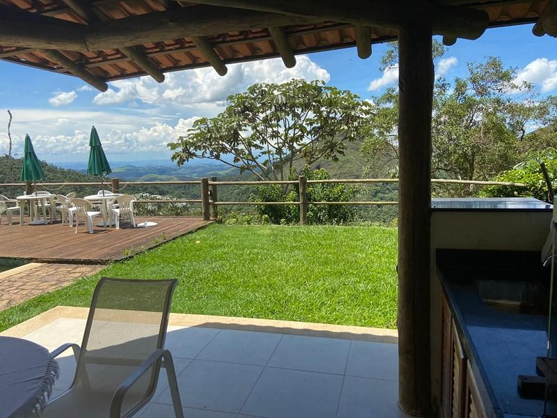 CASA COM VISTA DESLUMBRANTE, vacation rental in Petropolis