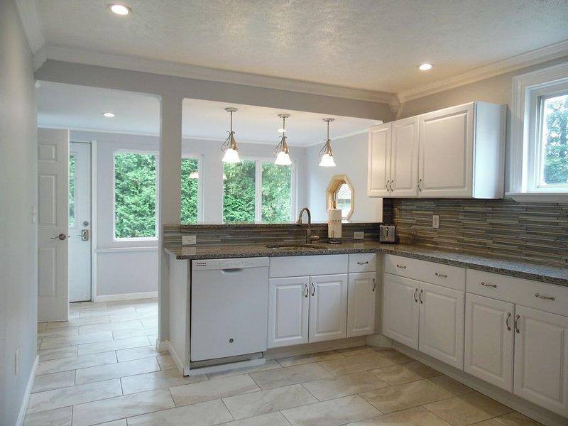 Beautiful guest house in the heart of Watkins Glen!, vacation rental in Watkins Glen