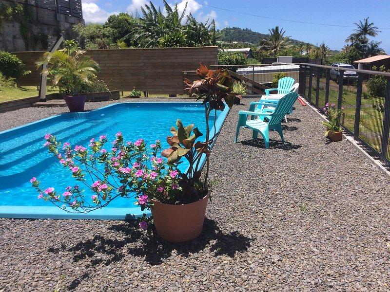 La case géranium avec piscine chauffée, location de vacances à Saint-Joseph