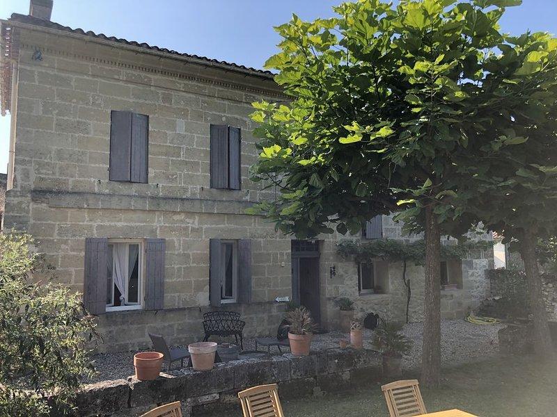 Typique Maison Girondine, Proche St Emilion, Piscine privée, holiday rental in Les Salles-De-Castillon
