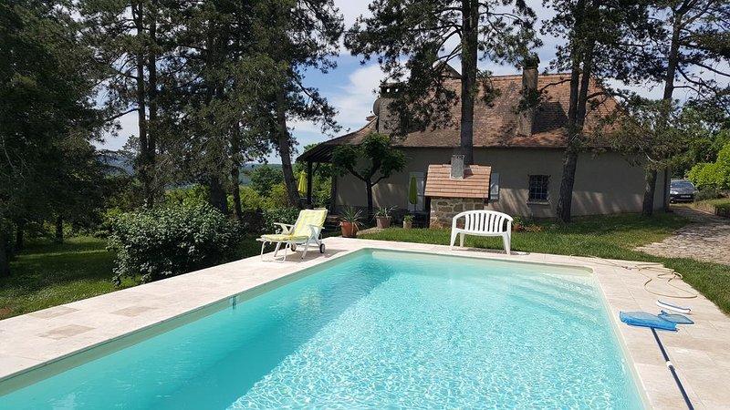 Grande maison quercynoise avec piscine, location de vacances à Reyrevignes