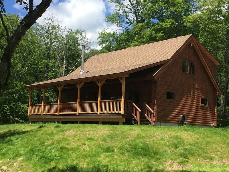 Secluded Log Cabin in Slide Mountain Wilderness, holiday rental in Claryville