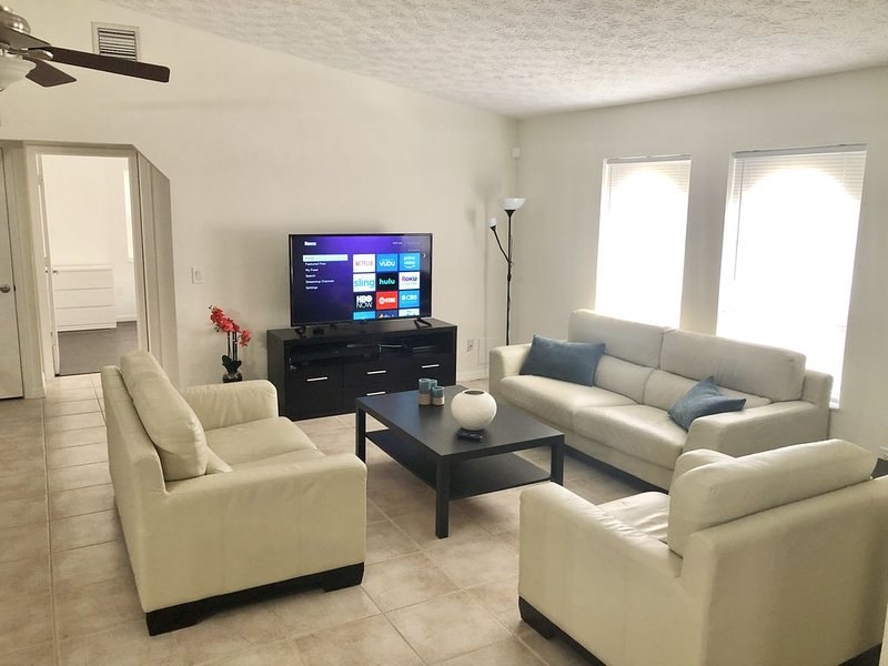 Vacation Pool House a nice place to Relax.�, casa vacanza a Port Saint Lucie