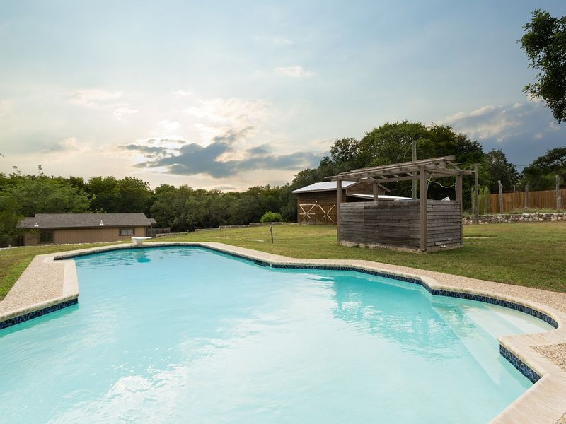 Beautiful Ranch-Style Home w/Private Pool ~ Perfect San Antonio Location!, holiday rental in Schertz