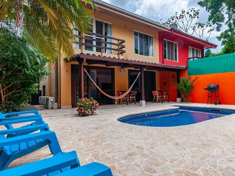 Nicely priced duplex in Surfside with private pool and AC in every room – semesterbostad i Playa Potrero