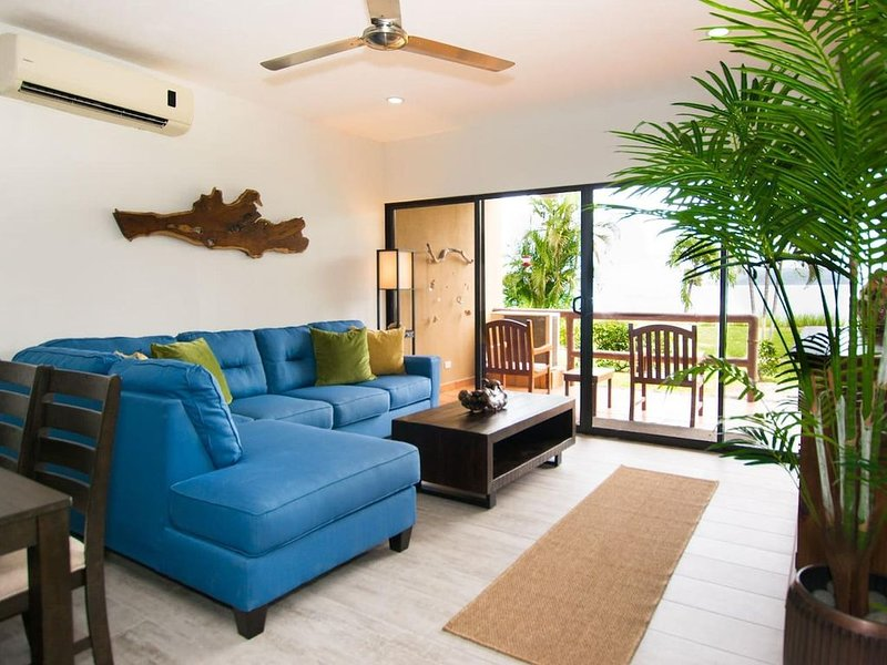 Newly remodeled ground-floor unit in Flamingo - right in front of beach, vacation rental in Playa Flamingo