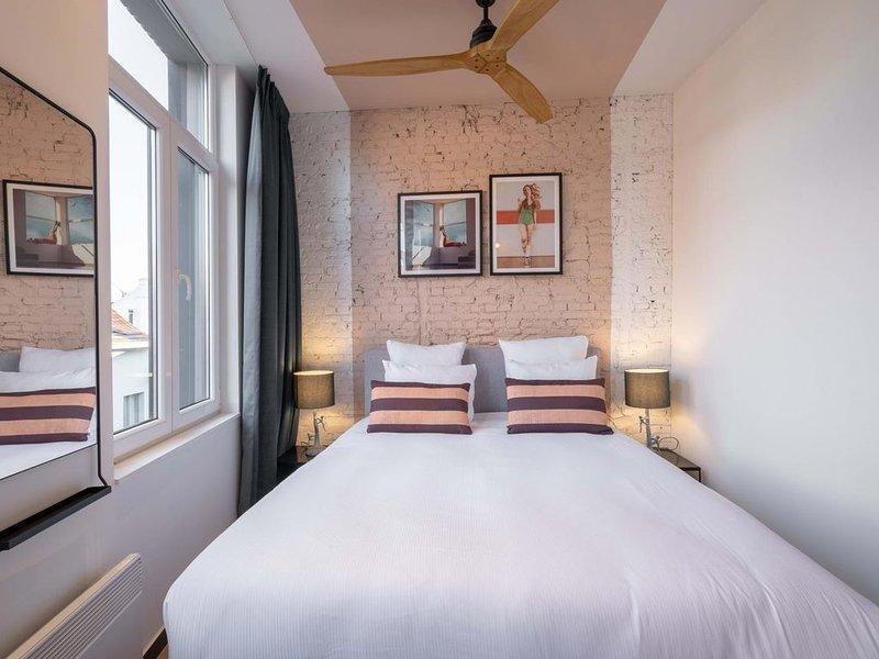 The Pink Pigeon - Two Bedroom Apartment, Sleeps 4, holiday rental in Sint-Gillis-Waas