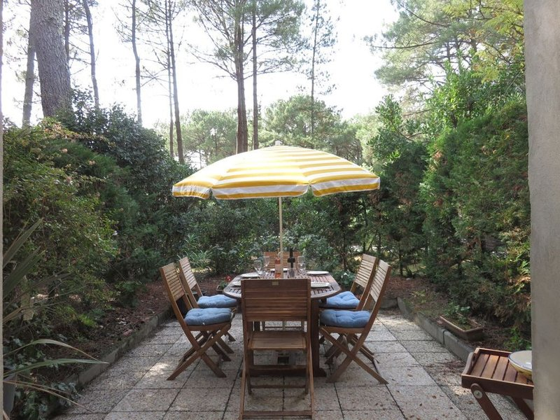 Cottage 2 Lovely peaceful Cottage on golf course, 5min from sea, surf and lake, vacation rental in Lacanau-Ocean