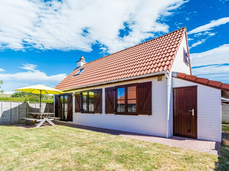 Cosy Holiday Home in De Haan near Sea Beach, holiday rental in Wenduine