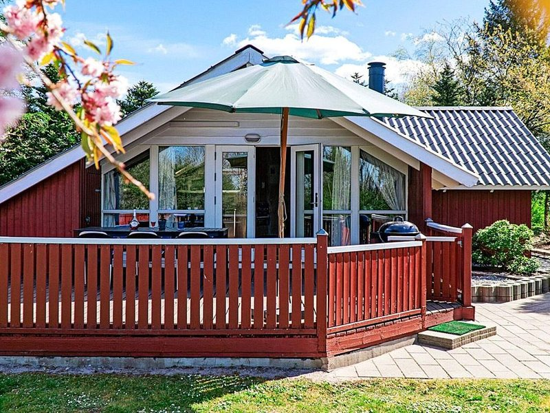 Serene Holiday Home in Arrild with Swing and Trampoline, holiday rental in Bredebro