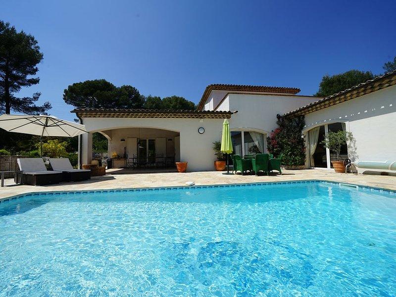 LA VILLA - piscine chauffée - climatisation - calme - espace, location de vacances à Tourrettes-sur-Loup