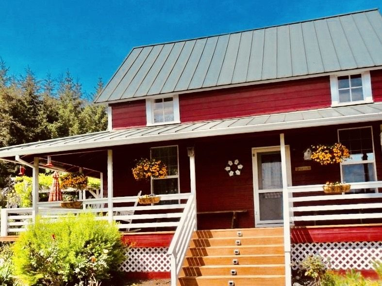 Charming historic four bedroom-two bath Farm House In Yamhill's Wine Country., vacation rental in Yamhill